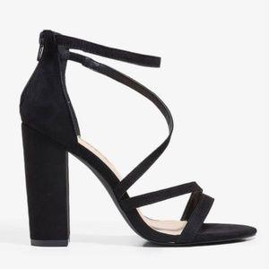 NIB Liliana Black Strappy Lovely Lady Heels